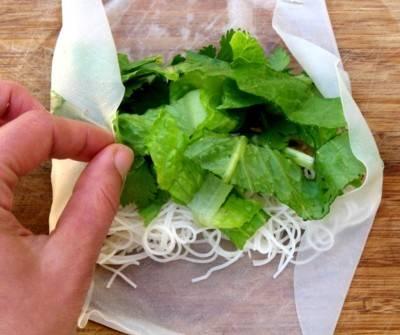 Выкладываем салат