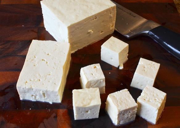 Нарезать тофу