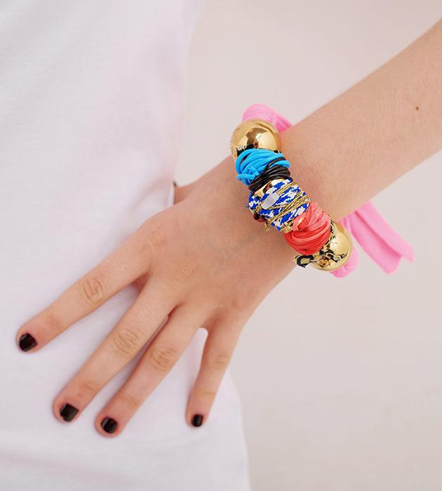 эффектный разноцветный браслет от Domingo Ayala