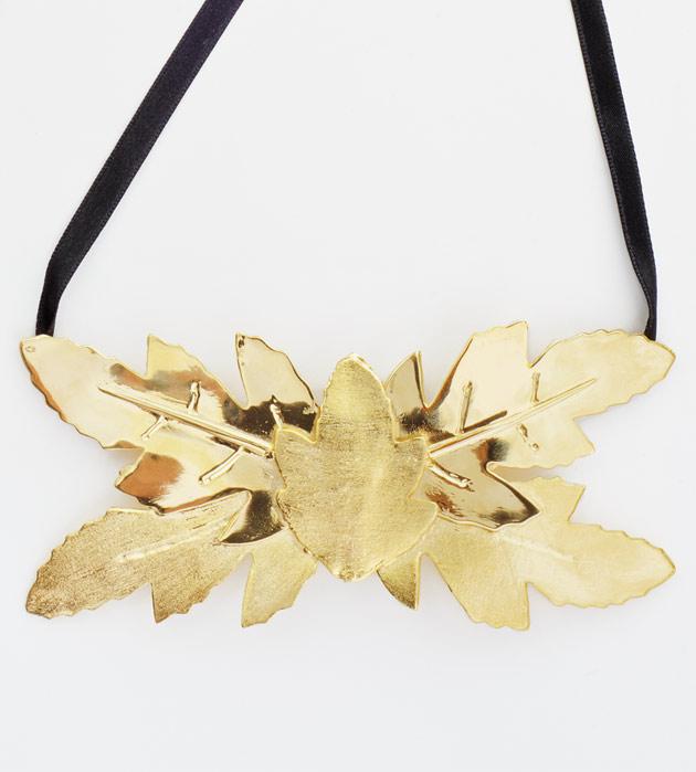 купите массивную золотую  подвеску от Chrissi Barban
