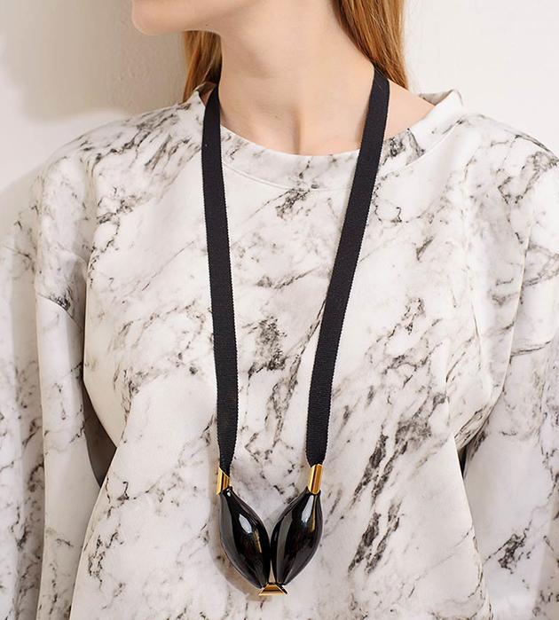 эффектное украшение на жакардовых лентах от бельгийского бренда Pili Collado