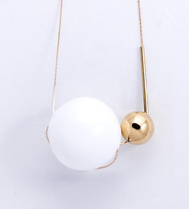 купите подвеска из латуни с белым и золотым шариками из муранского стекла