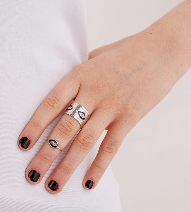 купите стильный сет из двух колец серебряного цвета от Maria Francesca Pepe