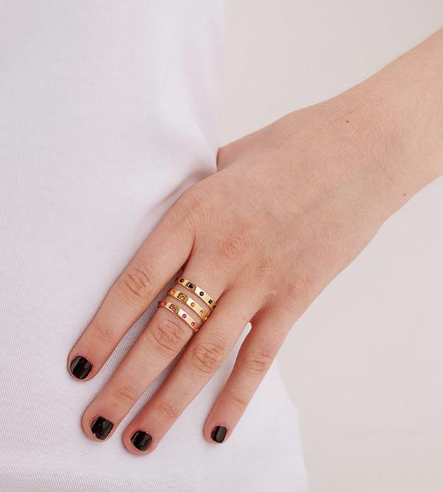 купите эффектное кольцо из позолоченной латуни с кристаллами от  Maria Francesca Pepe