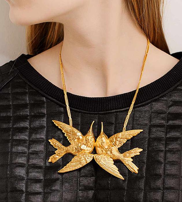 оригинальное  колье золотого цвета Double Birds от Beatriz Palacios