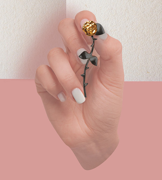 оригинальные серьги в фoрме роз от SMITH GREY -  Marina`s Roses Gold&Black earrings