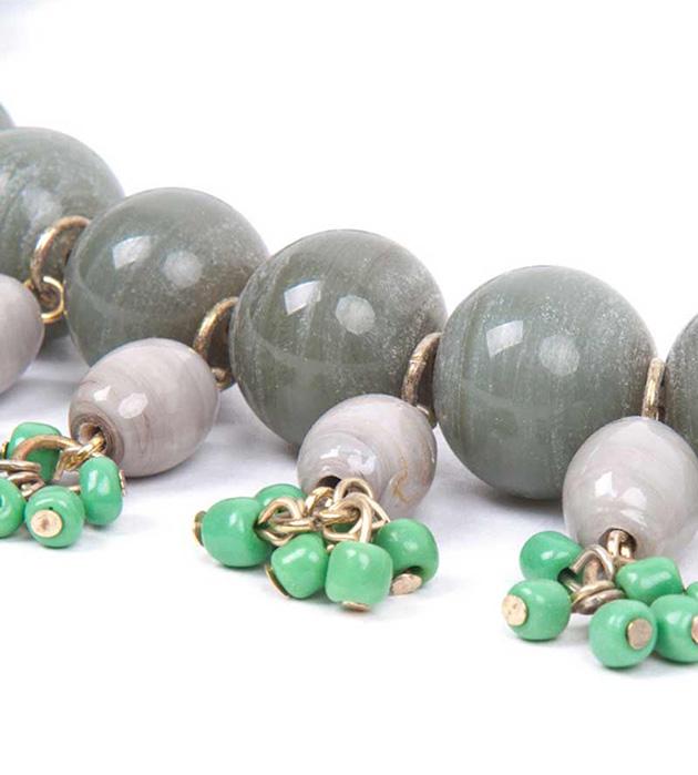 ожерелье серо-зелёного цвета из керамических бусин El Lago de Los Cisnes от Papiroga