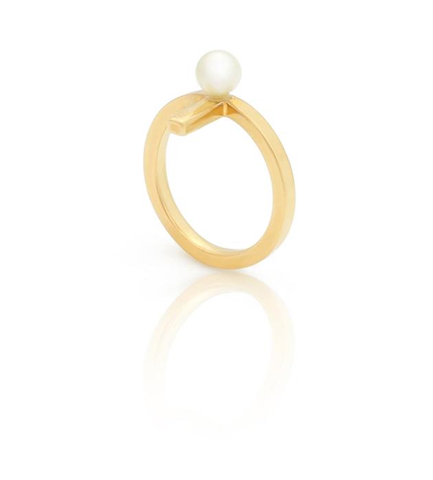 золотистое кольцо на фалангу с натуральной жемчужиной от SMITHGREY - Mini Daisy midi ring with pearl