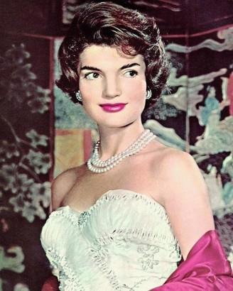 Жаклин Кеннеди в классическом жемчужном ожерелье
