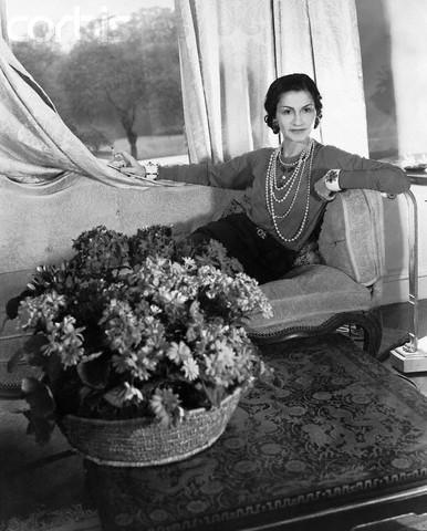 Коко Шанель считала жемчуг лучшим украшением, она любила бусы из жемчуга большой длины