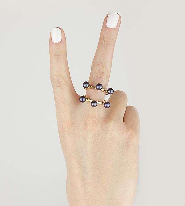 эффектное кольцо The Cardinal из позолоченного серебра, с 6 натуральными жемчужинами от SMITH/GREY