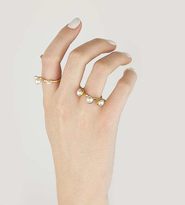 стильное восьмигранное кольцо The Whisper c 3 натуральными жемчужинами от английского бренда SMITH/GREY