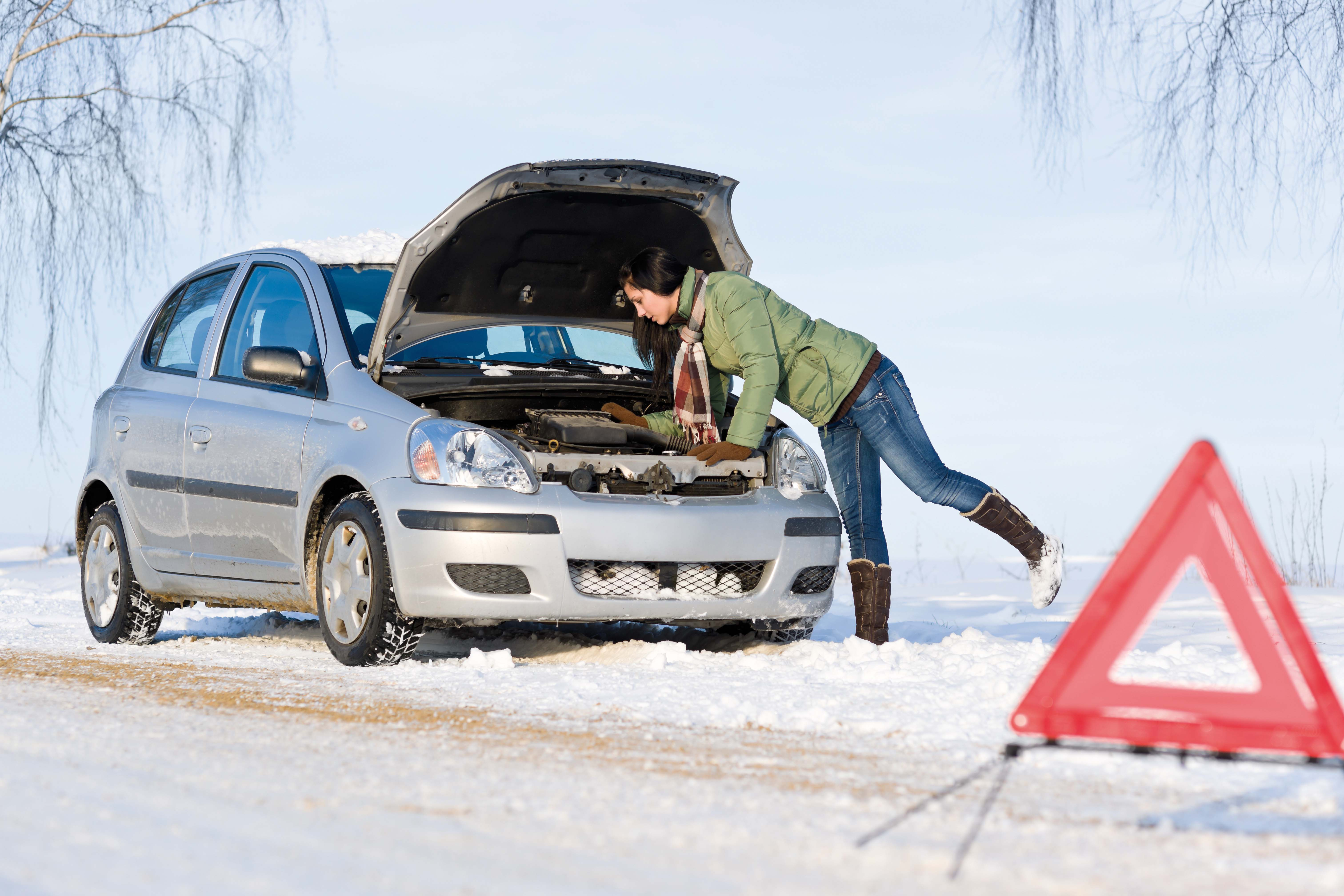 авто зимой;подготовка авто к зиме.Что входит в услуги автосервисов при подготовке авто к зиме?Сколько это стоит?Что хранить в багажнике зимой?