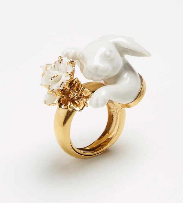 эффектное украшение из испанского фарфора Tambor ring от испанского бренда ANDRES GALLARDO