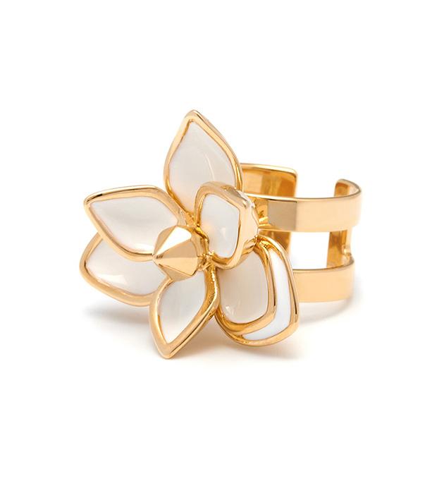 нежное кольцо-цветок с белой эмалью от Maria Francesca Pepe