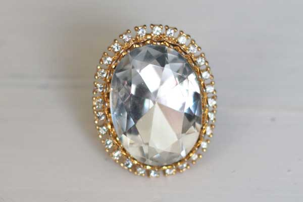 купить Винтажное кольцо с большим кристаллом рублей