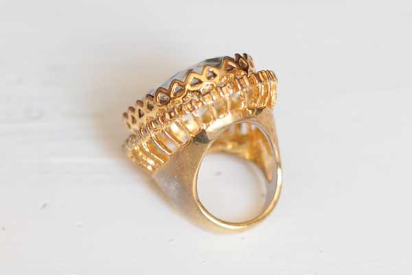 Винтажное массивное кольцо с большим кристаллом рублей
