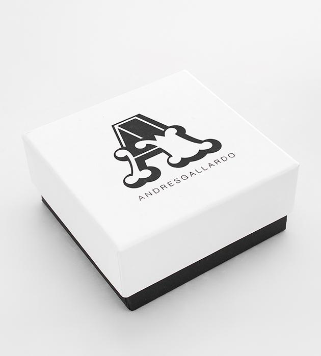 купите серебристую подвеску-косточку из фарфора Single Bone Silver от ANDRES GALLARDO