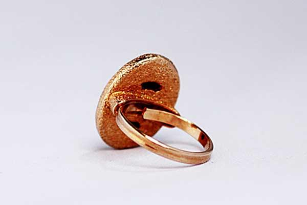 винтажное кольцо с овальным люцитом Sarah Coventry - 1974 год