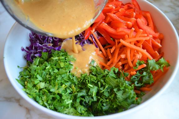 заправка салата соусом