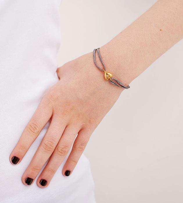 тонкий браслет Shelby Grey с подвеской-сердцем и цирконом от Apodemia