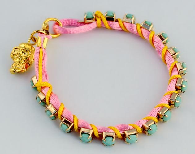 Купите фенечку неоново-розово цвета с бирюзовыми стразами - фото