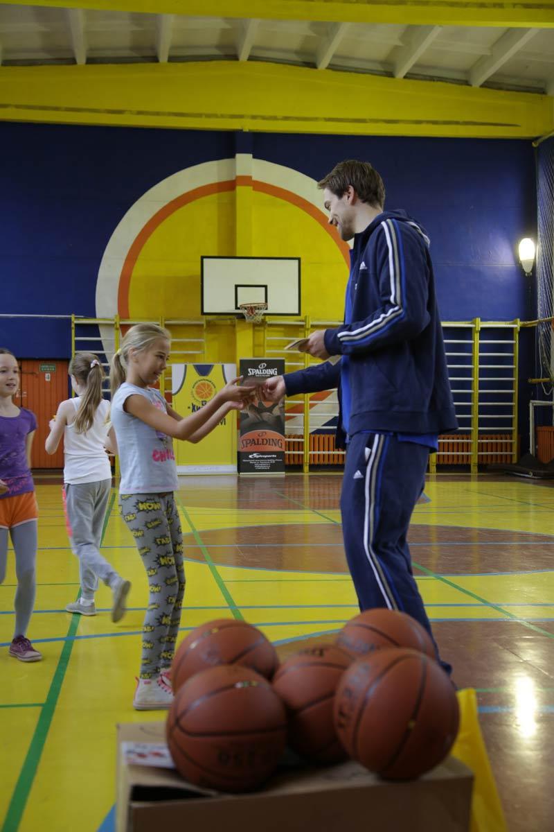 Петтери Копонен и Spalding провели урок One Team в Химках