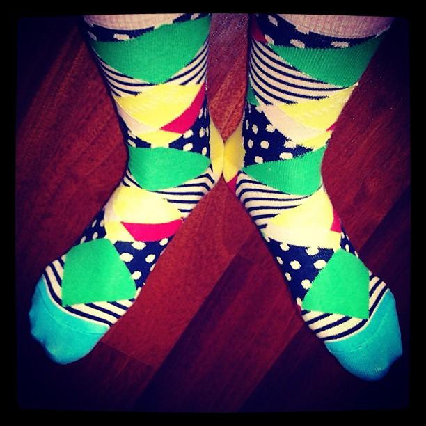 Яркие носки Happy Socks на ногах instagram artofsocks