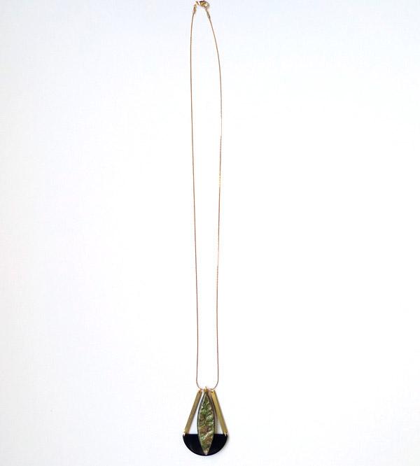 длинная подвеска на цепочке с зеленым камнем фото