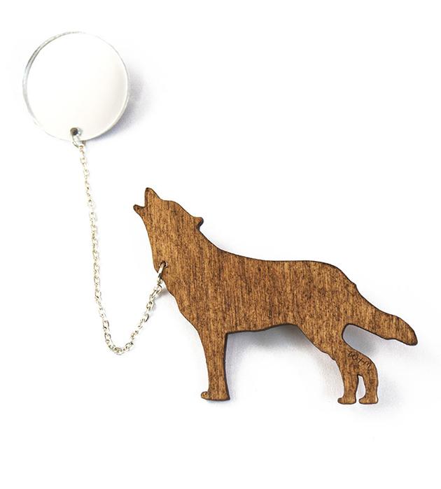 оригинальная двойная брошь из дерева и плексигласа Wood Wolf&Silver Moon от Wolf&Moon