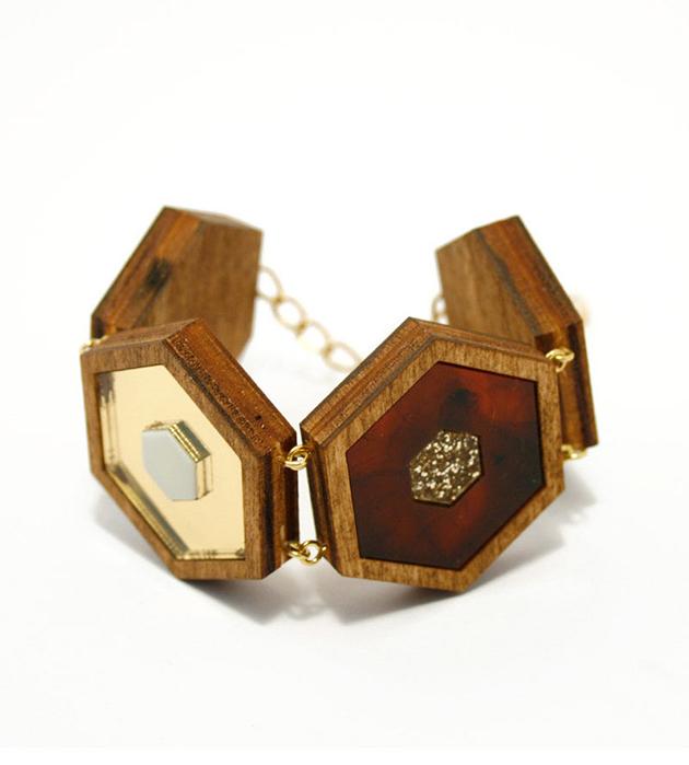 оригинальный браслет Honeycomb Black Glitter из дерева и плексигласа от Wolf&Moon