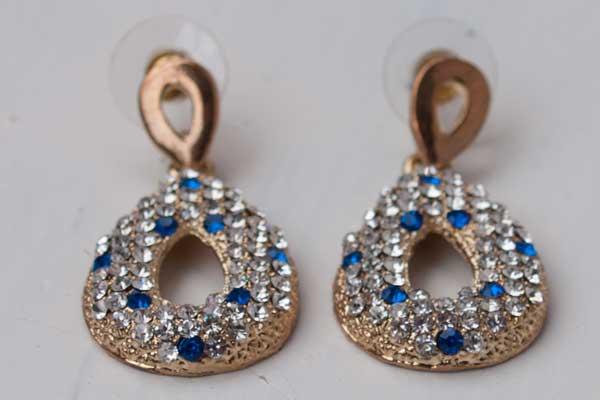Винтажные серьги с белыми и голубыми кристаллами фото (1)