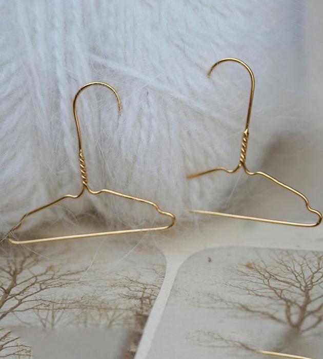 невесомые серьги-плечики из серебра Coat Hanger от Miss Bibi