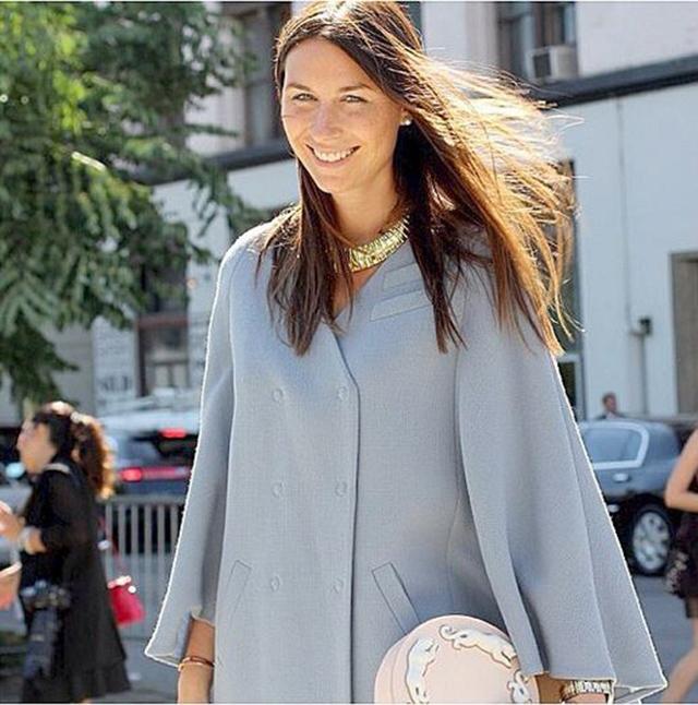 Дарья Веледеева с круглой сумкой из кожи Panther от ANDRES GALLARDO