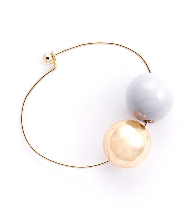 купите необычный тонкий браслет с двумя стеклянными шариками