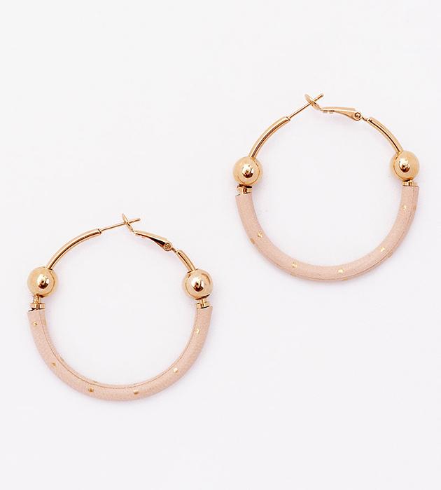 купите серьги-кольца из кожи и  позолоченной латуни от Chic Alors-Paris