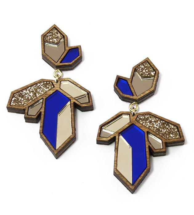 купите серьги в форме кристаллов золотисто-синего цвета от Wolf&Moon