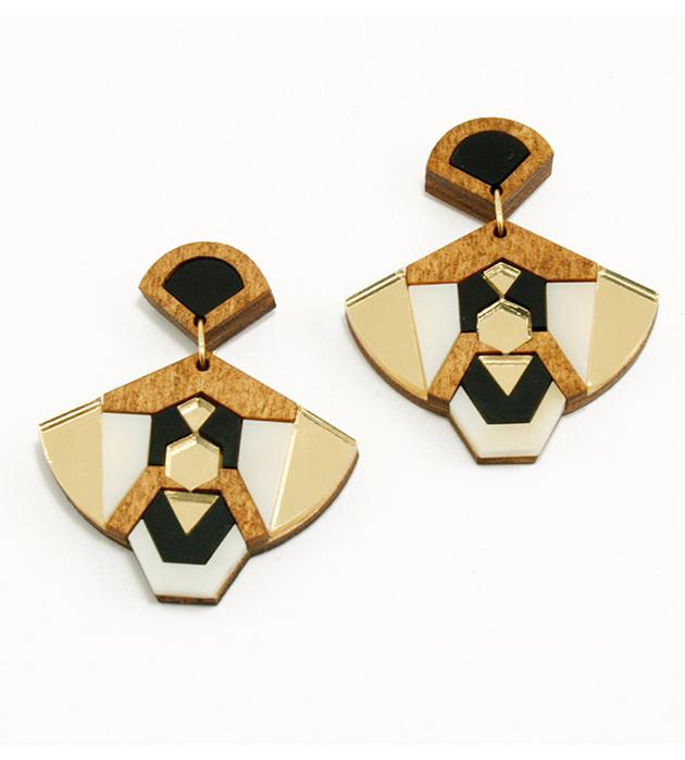 купите веерообразные серьги золотистого цвета от Wolf&Moon