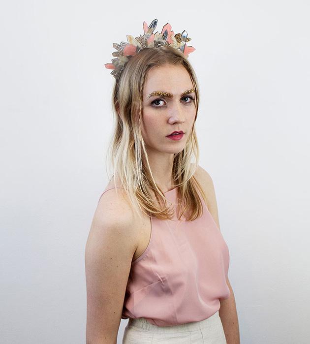 романтичный ободок из дерева и плексигласа Crystal Headpiece Blush Pink от Wolf&Moon