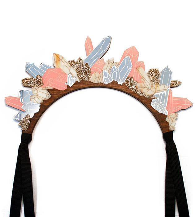 нежное украшение из прозрачного и золотистого плексигласа Crystal Headpiece Blush Pink от Wolf&Moon