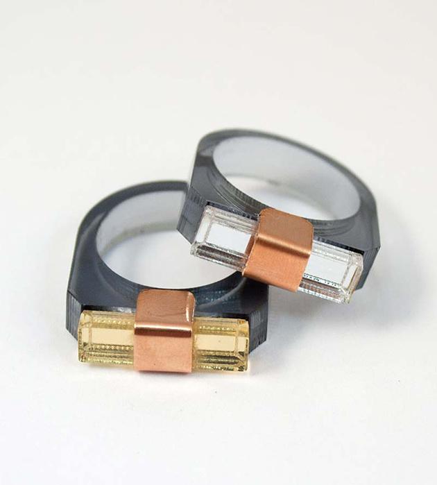 тонкое кольцо из матового и зеркального плексигласа Sash Ring Navy от Wolf&Moon