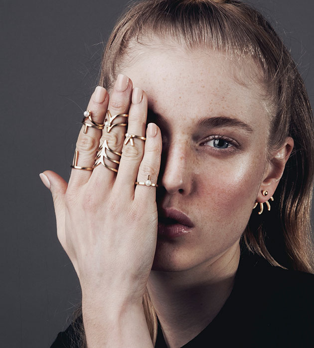 купите минималистичное кольцо на фалангу Mini Daisy от SMITH GREY