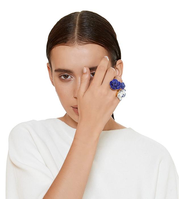 купите яркое кольцо открытой формы Trio Grand Flower Blue от ANDRES GALLARDO