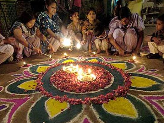 essay on diwali festival of india Short essay, speech on happy diwali/deepavali for school students in english & hindi read best selected article on deepawali festival for kids children.