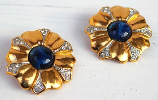 купить массивные винтажные клипсы-цветок из металла с кристаллами фото