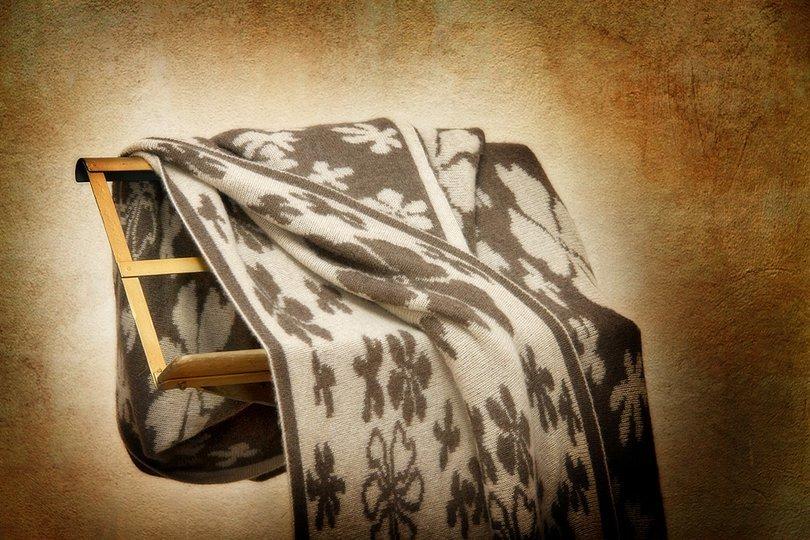 Пледы Плед кашемировый 140x180 CO.BI. Fiore коричневый elitnyy-pled-kashemirovyy-fiore-korichnevyy-ot-cobi-italiya.jpg