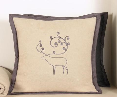 Элитная наволочка декоративная Deer бежевая от Luxberry