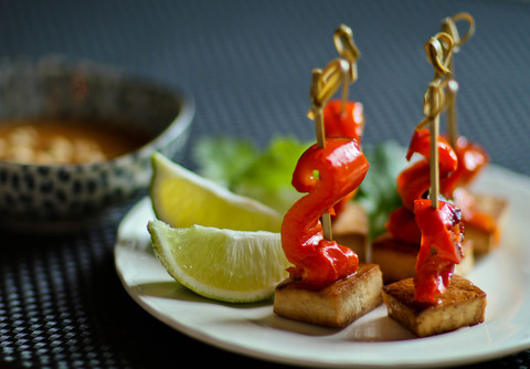 https://static12.insales.ru/images/products/1/1812/15353620/thai_tofu_satay.jpg