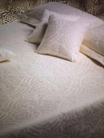 Элитное покрывало Damasco v012 bianco от Roberto Cavalli