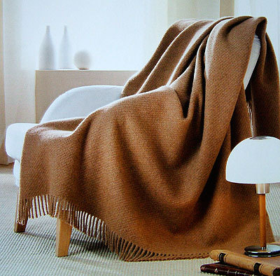 Пледы Плед шерстяной 135x170 Zambaiti Cammello-6 коричневый elitniy-kashemirovyy-pled-camelo-ot-zambaiti-vid.jpg